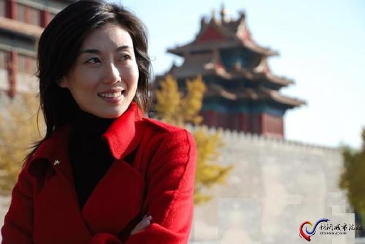 央视《海峡两岸》美女主持人李红